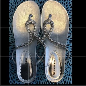 Gianni Bini SZ 8 1/2 Bling Thong Sandal w low heel